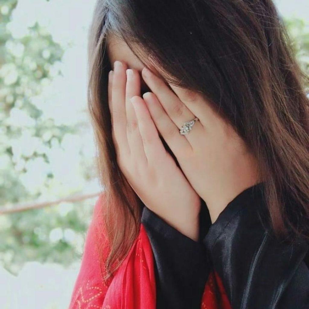 WhatsApp sad DP for girl