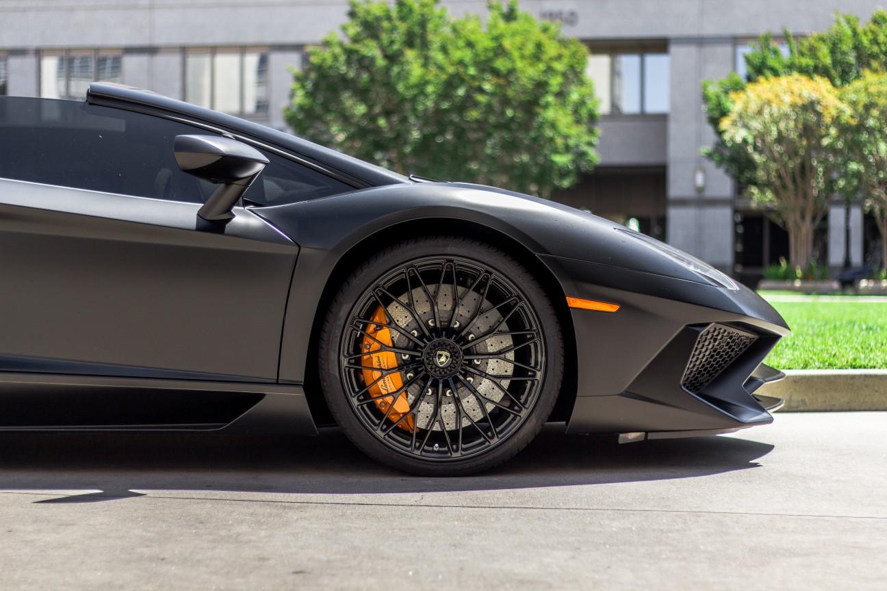 Black Aventador side pic