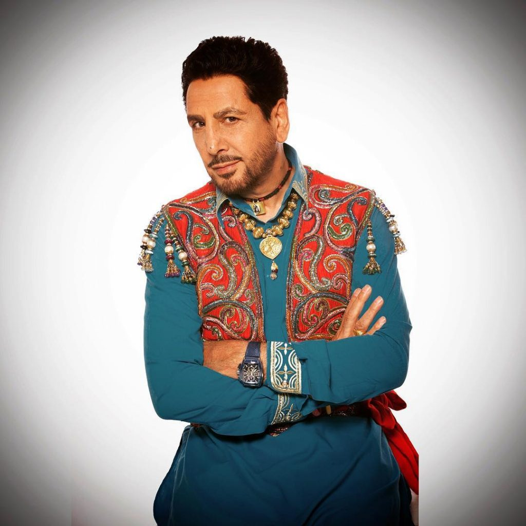gurdas maan is in image. he wear old punjai colthes.