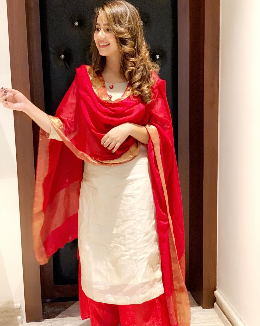 Sunanda Sharma singer photos