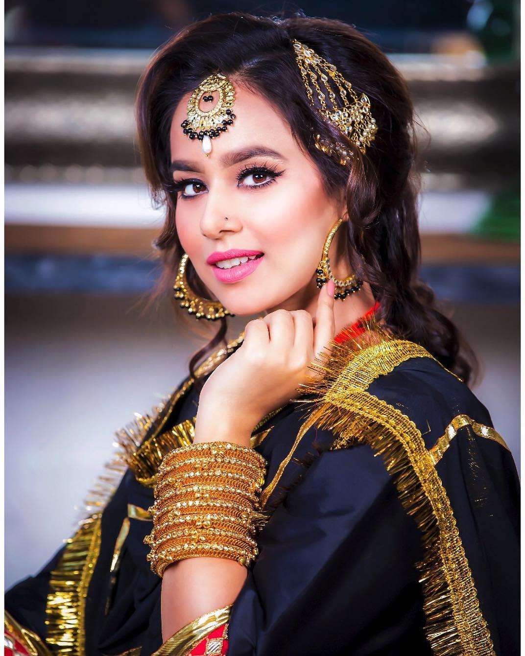 Sunanda Sharma pics for download