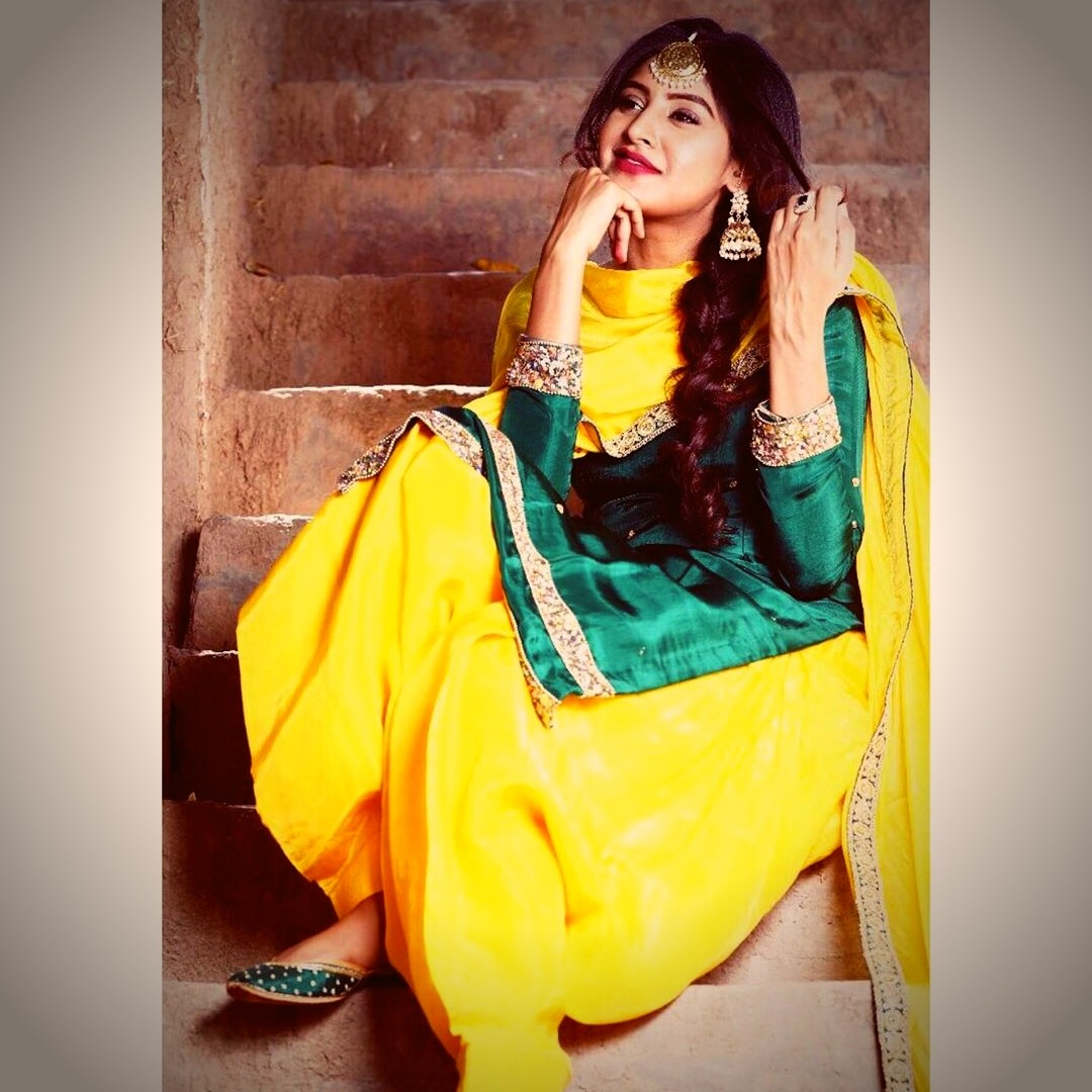Bani Sandhu in punjabi suit photos