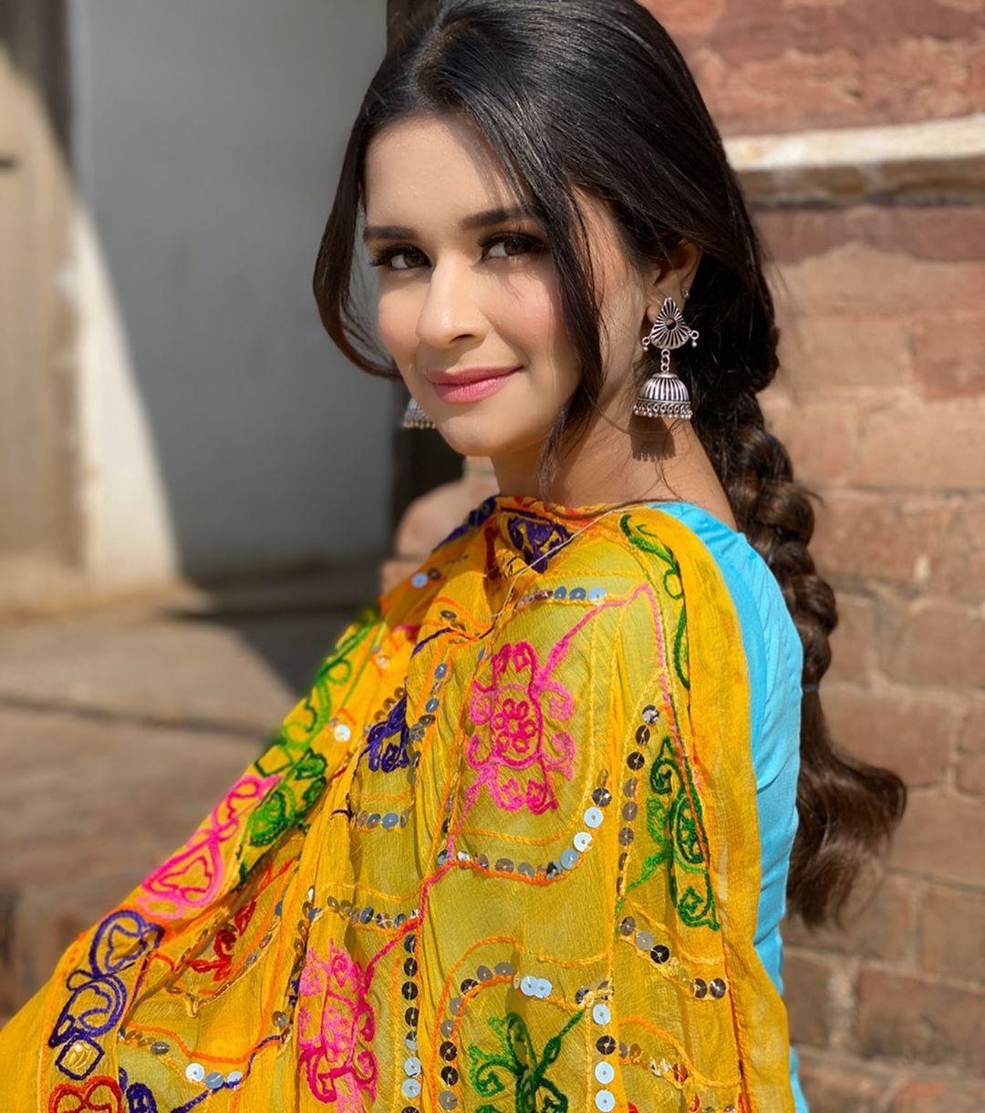 Avneet Kaur photos download